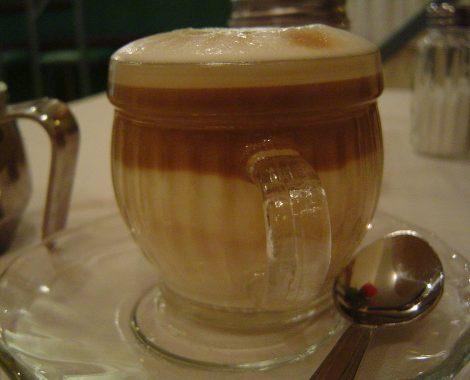 1024px-Caffe_macchiato